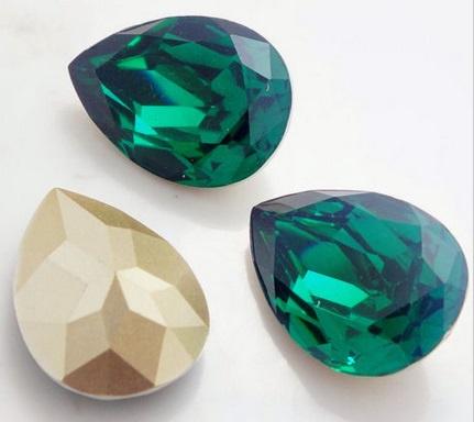 Resin Druppel 10 x 14 mm Emerald (per 3)
