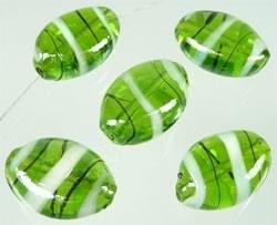 110292 Glas plat ovaal versierd met mooie glans ± 18,5x13,5mm (Groen)