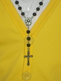 210112 Rozenkrans zwart met 8 mm kralen en zilveren crucifix, Topper!
