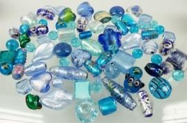 110117 Mix Glas blauw 250 gram ong. 90 stuks  ± 6-28mm