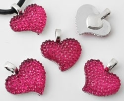 090836 Metalen hanger/bedel met kunststof hart bewerkt ± 21x19mm (gat ± 4mm) (Fuchsia)
