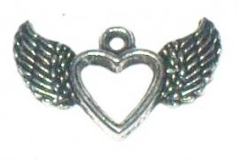 090766 Bedel/hanger hartje met vleugels zilverkleur afm 2 x 1 cm