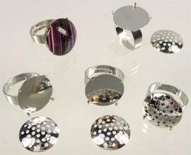 090599 Metalen vingerring met kastje voor kralen of ± 18mm plaksteen (in maat verstelbaar >= 18mm)