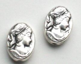 090992  Metalen kraal ovaal camee zilverkleur 13 mm
