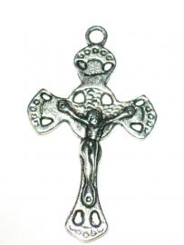 090784 Prachige crucifix 5 x 3 cm met jezusafbeelding aan beide zijden. (zilverkleur)