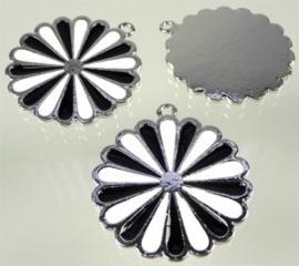 090585 Metaal hanger bloem met epoxy 41x37mm zwart/wit
