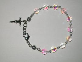 210145 Mooie rozenkrans-armband ab facet glaskralen met kruisje.