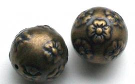 190141 metal look Brons grote kraal 2 cm met bloemen bewerkt.