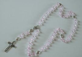 210166 Prachtige roze rozenkrans van echt kristal en luxe crucifix.