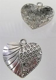 090080 Metaal hanger hartje versierd dubbelzijdig 24mm