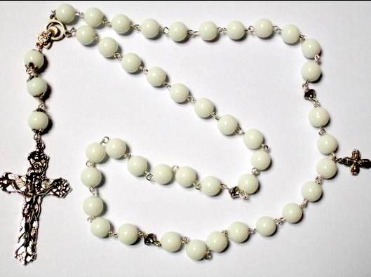 210122DHZ Zelfmaakpakket rozenkrans wit met zilveren crucifix (kruis)