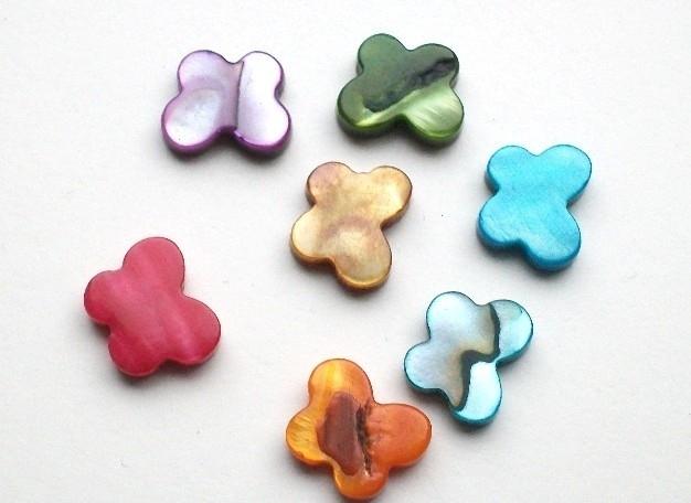 060036 schelp vlinder per 4 stuks diverse kleuren
