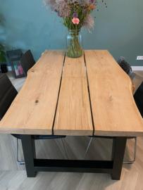 eiken tafel van 150 cm lang en 5 cm dik