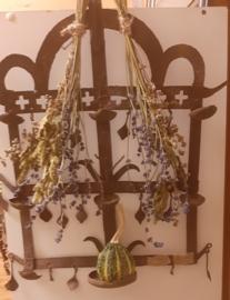 ijzeren rekje met droogbloemen nr. 2