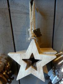 Houten ster , openvorm aan touw.