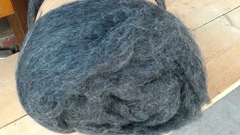 gekaarde wol : grijs 1 kg(.nr.1252)