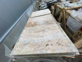 Vloertegel graniet Kashmir Gold RUW geel goud 40 cm banen mat gevlamd en geborsteld Prijs per m2