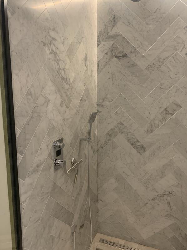 Vloertegel En Wandtegel Marmer Bianco Carrara Venato Wit 400x97x15 Mm Mat Gezoet Visgraat Prijs Per M2 Marmer Vloertegels Wit Steengoedzo Voordelig Snel Tegels En Natuursteen