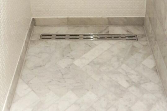 Bianco Carrara in Visgraat verband