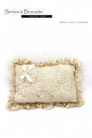 Kanten kussentje/ Lace pillow SOLD