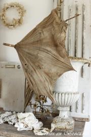 Oude parasol/ Old umbrella SOLD