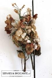 2 oude bosjes bloemen Sold