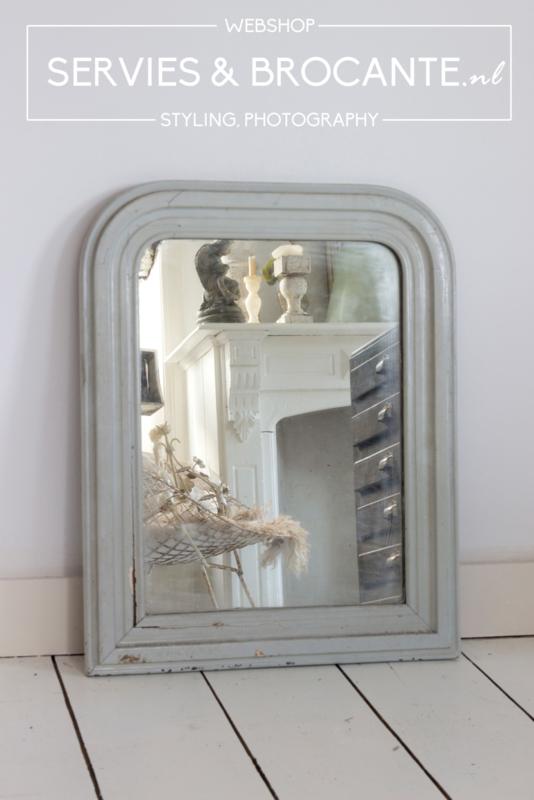 Lichtgrijze spiegel