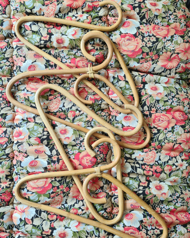 Set vintage rotan hangers