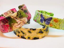 Armbanden van papier Mache