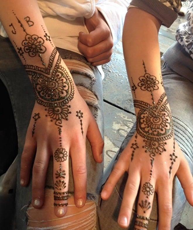 Henna_ Mehendi_ Handen