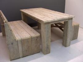 Complete set: met tafel en 2 bankjes van oud steigerhout ( SET)