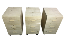 Ladeblok voor onder bureau van nieuw steigerhout met wielen en houten handgrepen