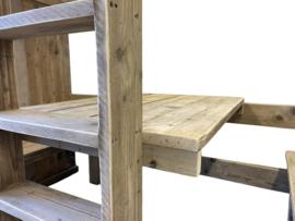 Halfhoogslaper met tafel en 2 bankjes van oud steigerhout
