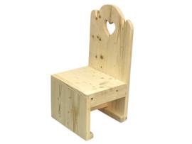 Kinderstoel van oud gebruikt steigerhout  met een hartje