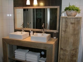Badkamerkast van nieuw of oud steigerhout
