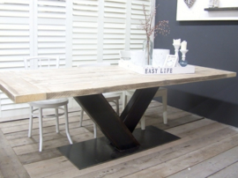 Industriële tafel met stalen V onderstel en dikke steigerplanken (KOPS)