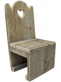 Kinderstoel van steigerhout  met een hartje