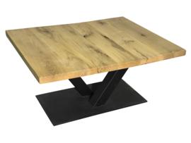 Industriële salontafel stalen V onderstel met een vierkant eikenhouten blad afm: L100xB80xH48cm (voorraad koopjeshoek)