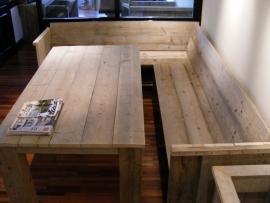 Bank met zij en rugleuning gemaakt van steigerhout