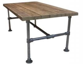 Tafel van dikke oude steigerplanken met steigerbuis onderstel