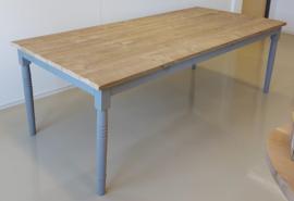Tafel oud steigerhout met muisgrijs onderstel afm: L230xB110xH78cm (voorraad magazijn artikel)