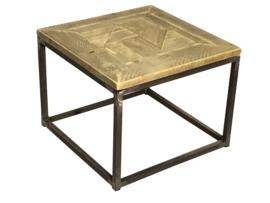 Salontafel met een steigerhout blad met een buisframe onderstel afm: L60xB60xH46cm (voorraad magazijn artikel)