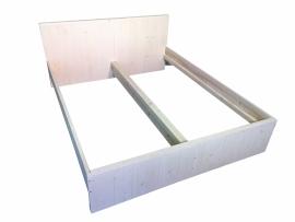 2-persoonsbed van steigerhout en behandeld met white wash (PBW)