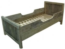 Kinderbed oud steigerhout 90x200cm op pootjes (voorraad magazijn artikel)