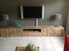 Tv meubel van oud steigerhout met 4 deuren en open vak