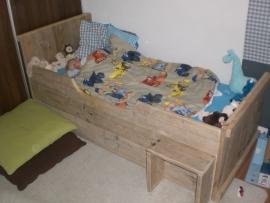 Rudie de Boer - Kinderbed van oud steigerhout