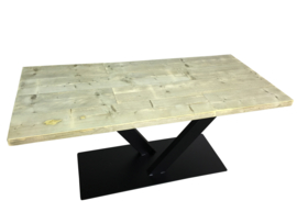 Industriële tafel met stalen V onderstel koker 120x60 met dikke steigerplanken (MET)
