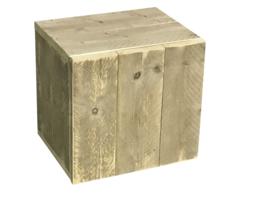 Nachtkastje met deurtje en 1 schap van oud steigerhout