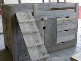 Halfhoogslaper kastruimte lades steigerhout