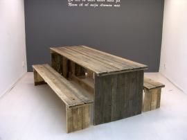 Tafel van sloophout met gesloten zijkanten